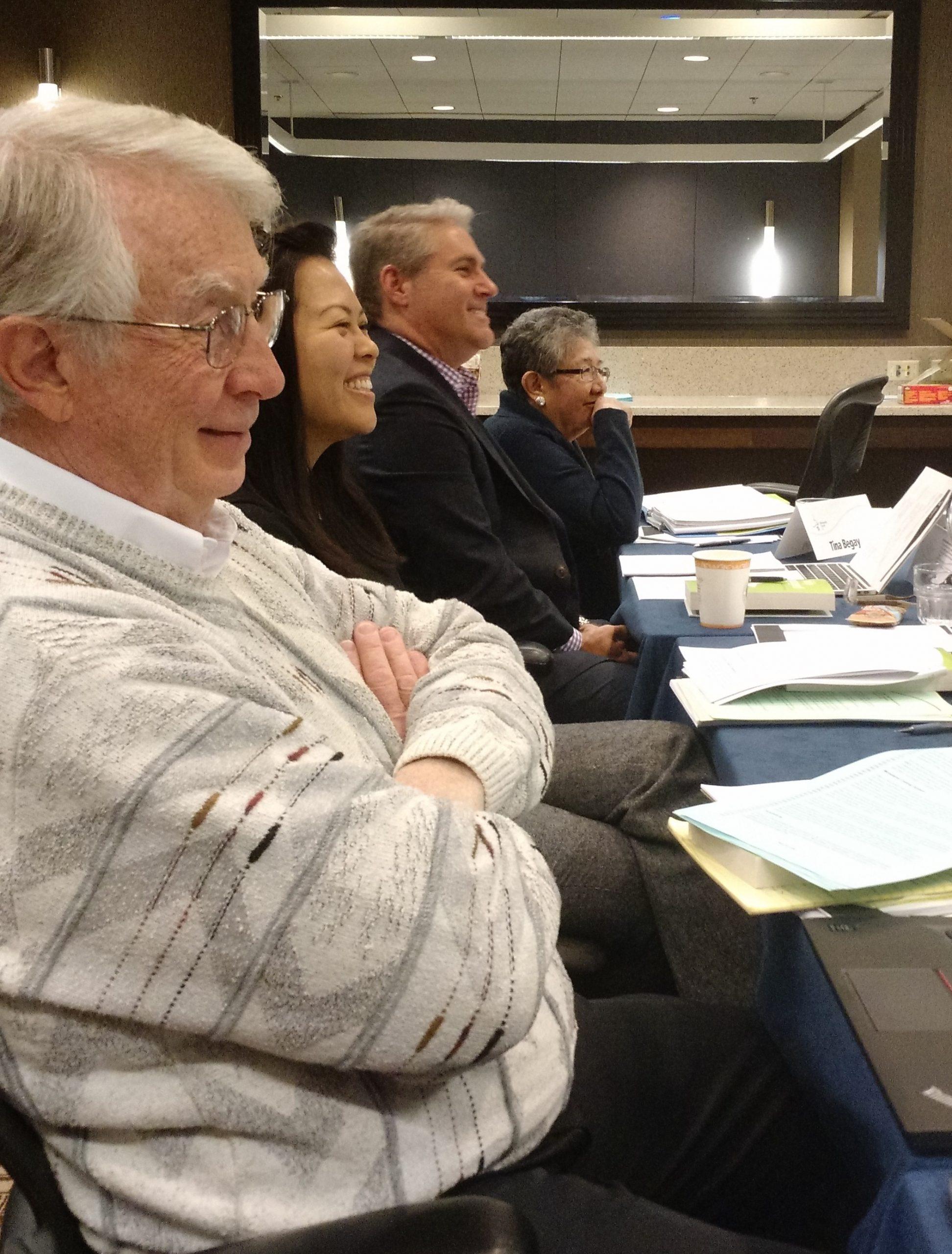 Miembros de la junta ejecutiva de la Iglesia Menonita de EE. UU. en su reunión de febrero del 2016 cerca de Chicago: (de izq. a der.) Earl Kellogg, Joyce Kusuma, Jim Caskey, Tina Begay. (Foto de Janie Beck Kreider)