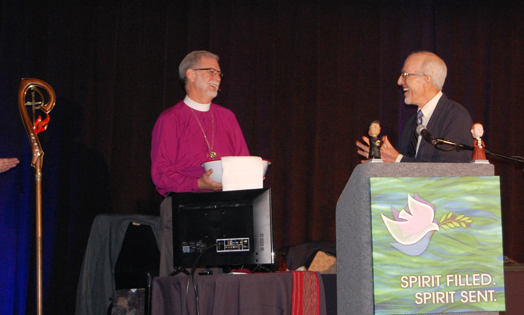 J. Nelson Kraybill (at right), president of Mennonite World Conference, gives a towel and basin to Bishop Bill Gafkjen of the Indiana-Kentucky Synod of the Evangelical Lutheran Church in America on June 11 at the synod's annual assembly. (Photo by Leslie French, Indiana-Kentucky Synod Communicator)