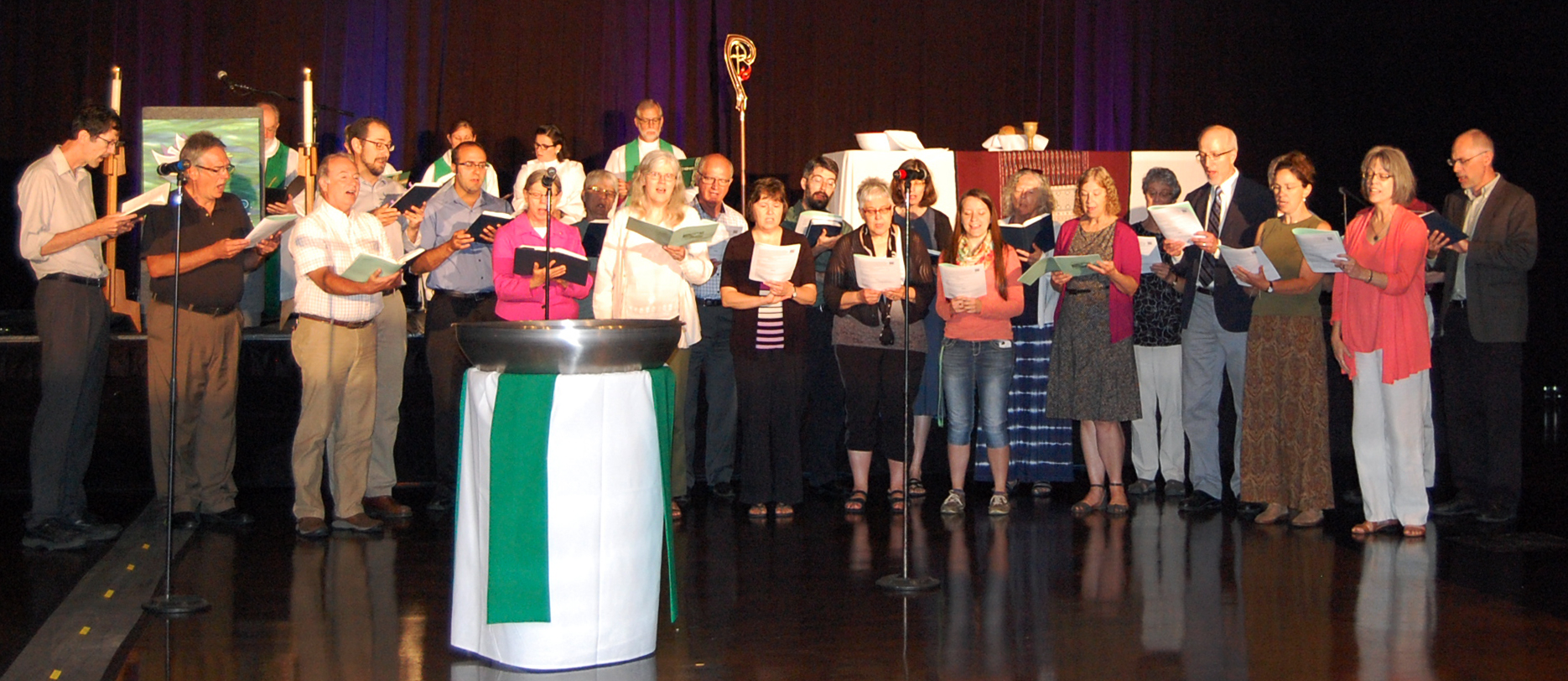 More than 20 Mennonites participated in a choir that led participants in hymns on June 11 during the closing worship at the annual assembly of the Indiana-Kentucky Synod assembly of the Evangelical Lutheran Church in America in South Bend, Indiana. (Photo by Leslie French, Indiana-Kentucky Synod Communicator)
