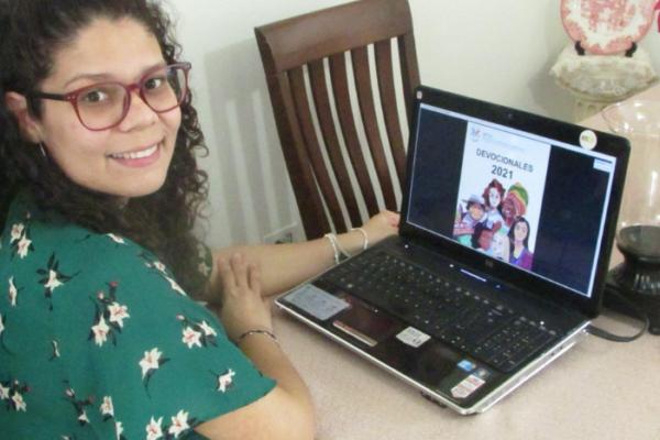 Mujeres Latinoamericanas Elaboran y Lanzan un Libro de Devocionales
